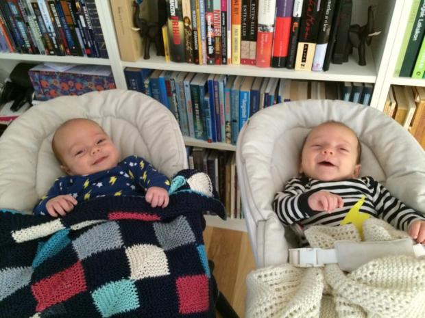 Først sover de nærmest igennem, og så ser de satme sådan her ud, når de vågner! #win