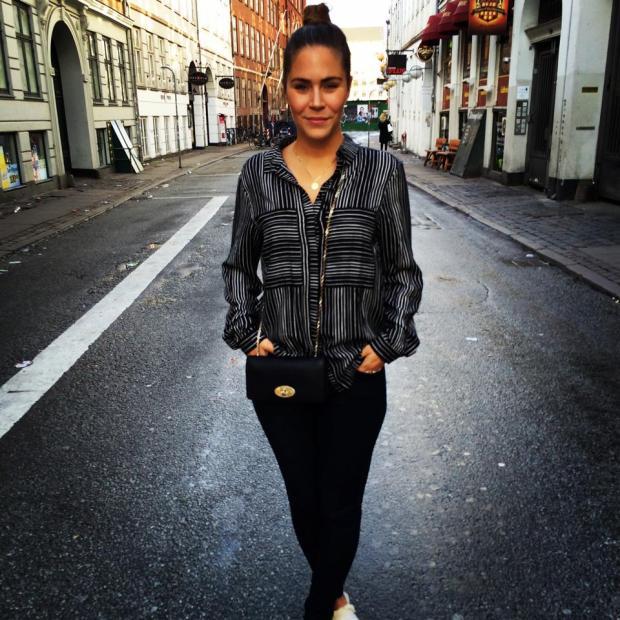 Øde gader og MM iklædt skjorte fra InWear, jeans fra Acne og taske fra Mulberry. Og knold, fordi hun ikke gad vaske hår. ;-)